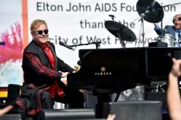 Elton stops traffic on Sunset Strip with gig